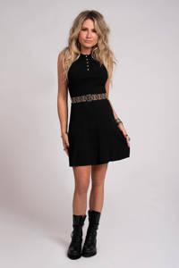 NIKKIE halter jersey jurk Penny met ceintuur zwart, Zwart