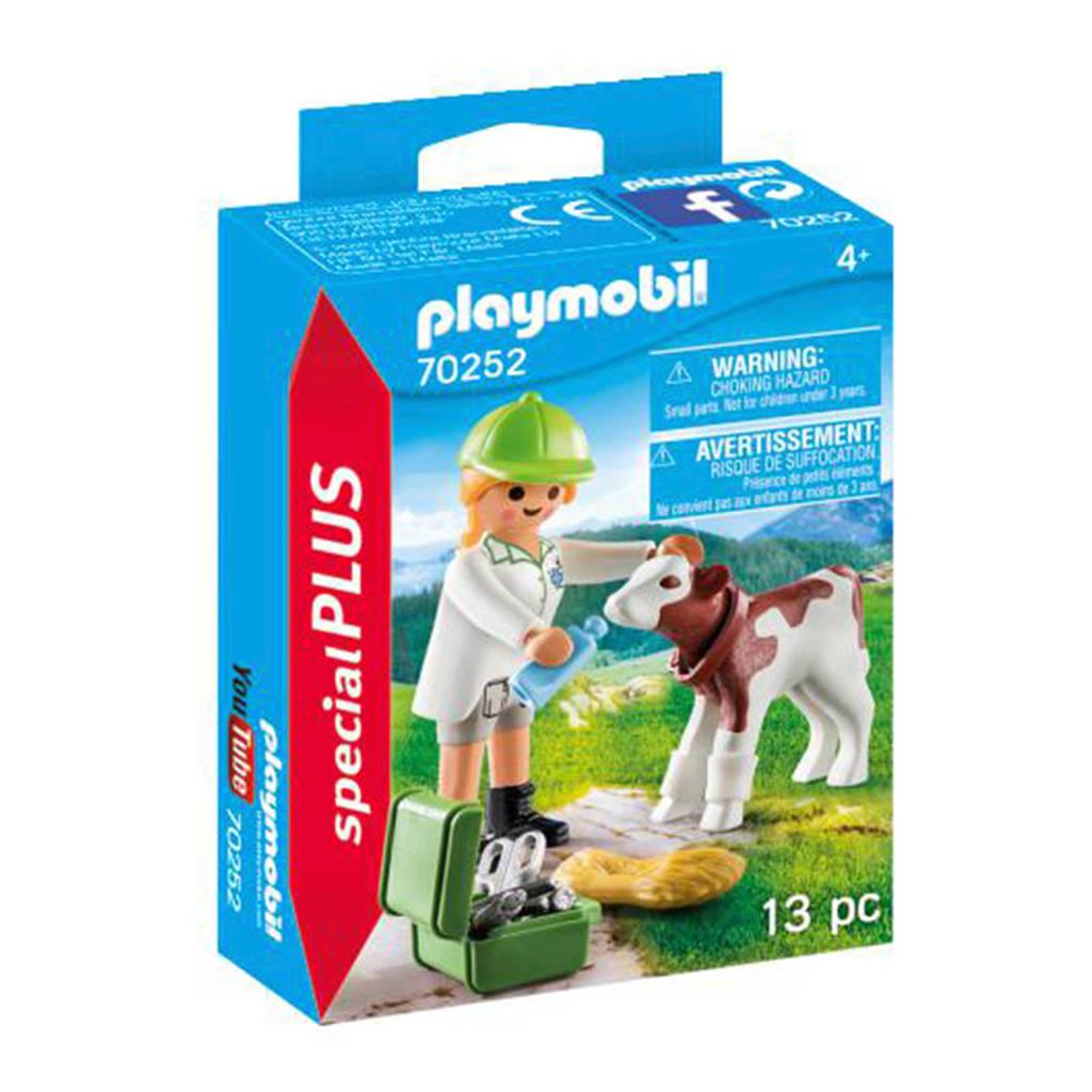Playmobil Special Plus  Dierenarts met kalf 70252