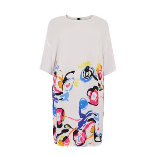 Yoek jersey jurk multi, Deze damesjurk van Yoek is gemaakt van viscose en heeft een meerkleurige print. De jurk met 3/4 mouwen heeft verder een ronde hals.Extra gegevens:Merk: YoekModel: Jurk (Dames)Voorraad: 4Verzendkosten: 0.00Plaatje: Fig1Plaatje: Fig2Maat/Maten: L 46/48Levertijd: direct leverbaar