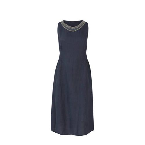 Paprika linnen A lijn jurk en kraaltjes marineblauw, Deze damesjurk van Paprika is gemaakt van linnen. De mouwloze jurk heeft verder een ronde hals.details van deze jurk:kraaltjesExtra gegevens:Merk: PaprikaKleur: BlauwModel: Jurk (Dames)Voorraad: 9Verzendkosten: 0.00Plaatje: Fig1Maat/Maten: 54 (6)Levertijd: direct leverbaarAanbiedingoude prijs: € 64.99