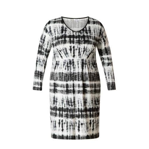 IVY BELLA jurk met all over print zwart wit, Deze damesjurk van IVY BELLA is gemaakt van een polyestermix en heeft een all over print. De jurk heeft verder een V-hals en lange mouwen.Extra gegevens:Merk: IVY BELLAKleur: ZwartModel: Jurk (Dames)Voorraad: 6Verzendkosten: 0.00Plaatje: Fig1Plaatje: Fig2Maat/Maten: 52Levertijd: direct leverbaarAanbiedingoude prijs: € 44.95