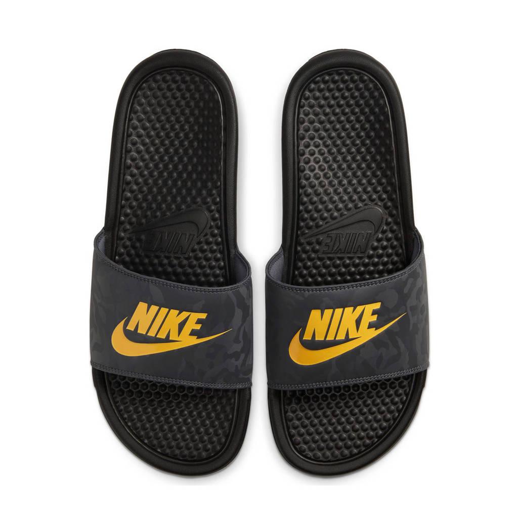 Nike Benassi JDI  slippers zwart/geel, Zwart/geel