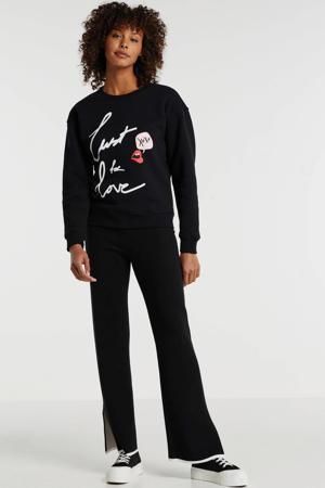 sweater Lust For Love met printopdruk en 3D applicatie zwart
