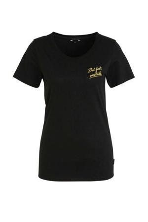 T-shirt But First Cocktails met biologisch katoen zwart