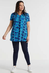 Plus Basics top in travelstof met slangenprint blauw, Blauw