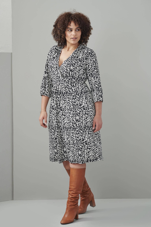 Miss Etam Plus overslagjurk met all over print en ceintuur zwart/wit
