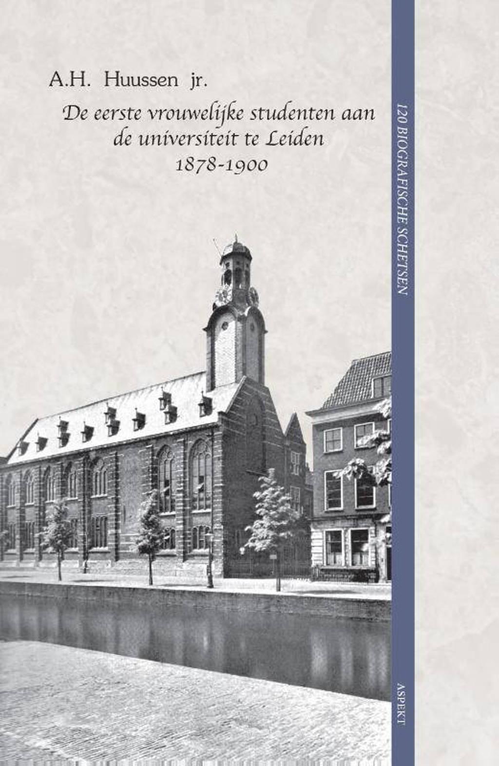 De eerste vrouwelijke studenten aan de universiteit te Leiden 1878-1900 - A.H. Huussen jr