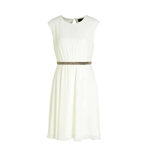 C A Yessica jurk met strass steentjes ecru, Deze damesjurk van Yessica uit de C&A-collectie is gemaakt van polyester. De jurk is mouwloos en heeft verder een ronde hals.details van deze jurk:strass steentjesExtra gegevens:Merk: C&AKleur: EcruModel: Jurk (Dames)Voorraad: 4Verzendkosten: 0.00Plaatje: Fig1Plaatje: Fig2Maat/Maten: 48Levertijd: direct leverbaarAanbiedingoude prijs: € 49.90