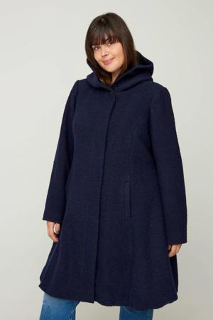 gemêleerde coat tussen donkerblauw