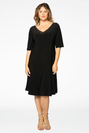 A-lijn jurk en kant zwart