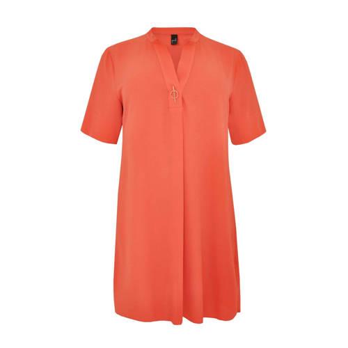 Yoek jurk met broche oranje