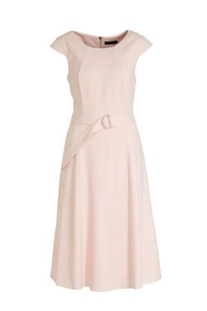A-lijn jurk en ceintuur lichtroze