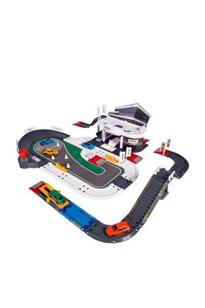 Porsche Exprerience Center met voertuigen