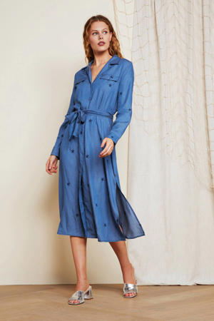 blousejurk Thea chambray met sterren en borduursels blauw