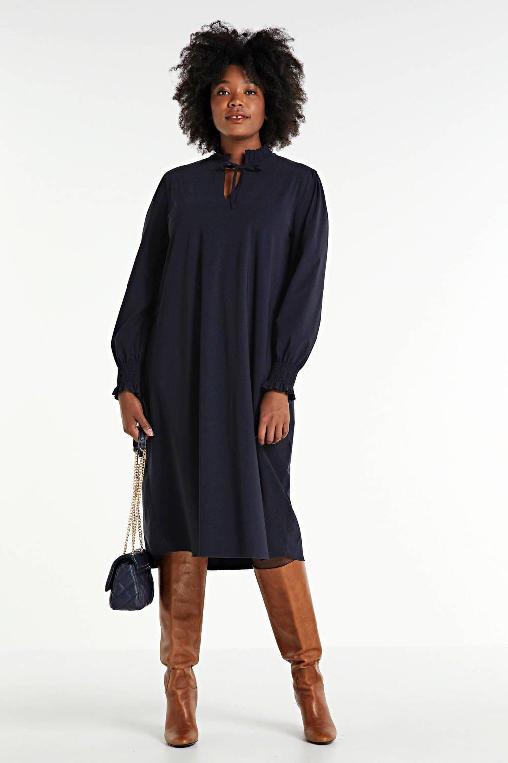 Plus Basics jurk in travel kwaliteit met ruches donkerblauw, Donkerblauw