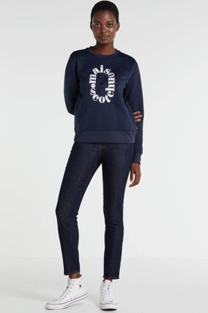 sweater met tekst en borduursels lila