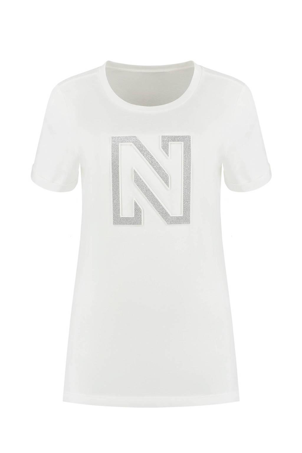 NIKKIE T-shirt Embossed N T-Shirt met logo wit, Wit