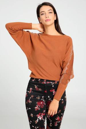 trui met kant roodbruin