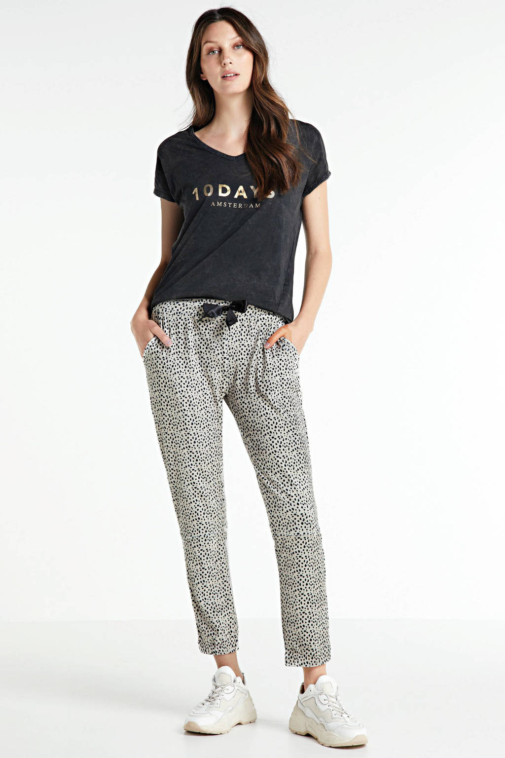 10DAYS slim fit broek met all over print ecru/zwart, Ecru/zwart