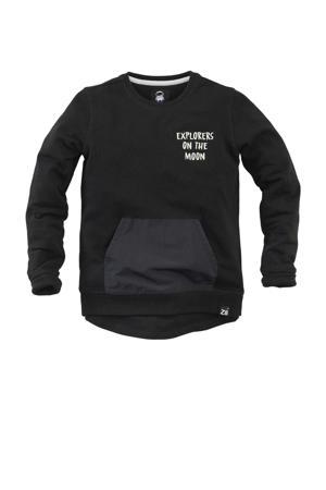 sweater Ivar met tekst zwart