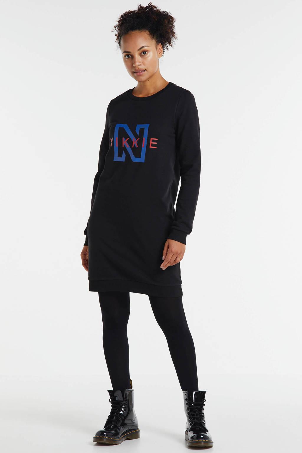 NIKKIE sweatjurk met logo zwart/blauw/rood, Zwart/blauw/rood