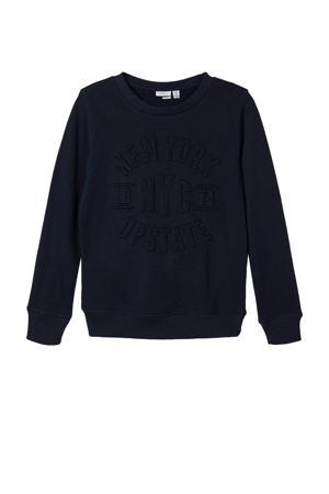 sweater Moyork met tekst en 3D applicatie donkerblauw