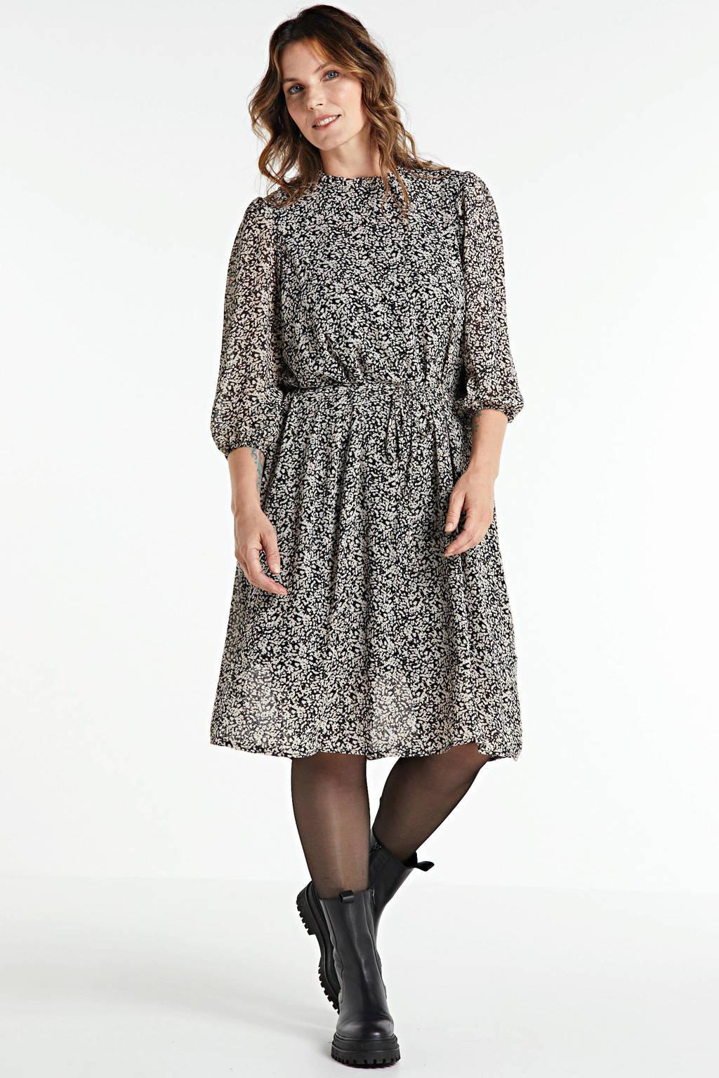 VERO MODA CURVE jurk Saffron met all over print en ceintuur zwart, Zwart
