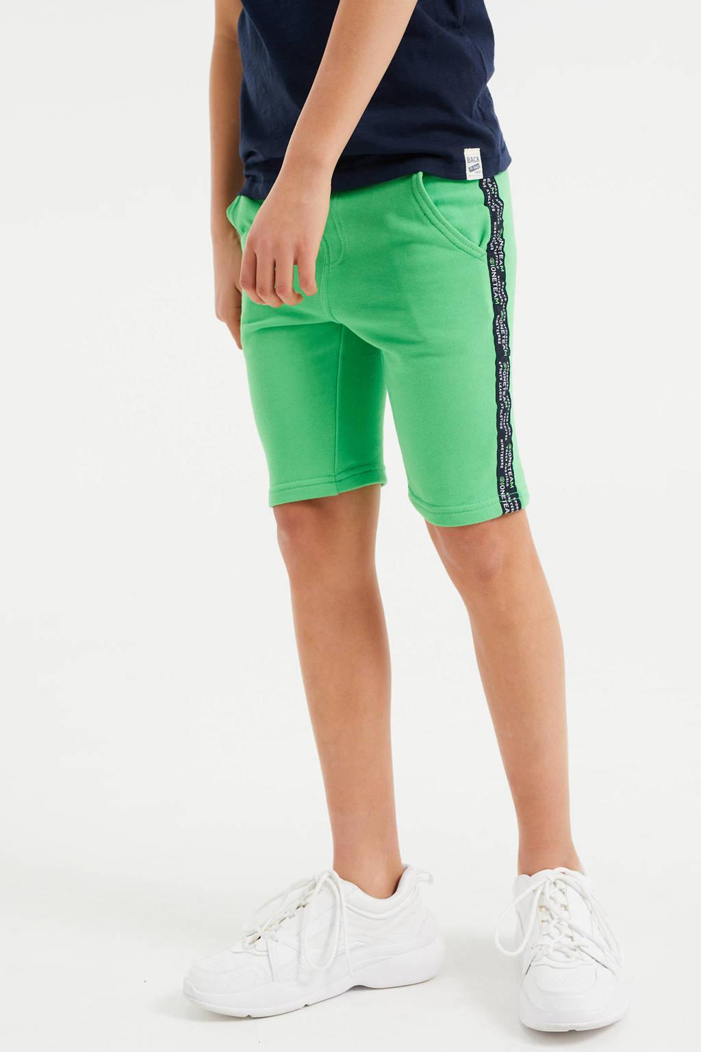 WE Fashion slim fit sweatshort met zijstreep groen, Groen