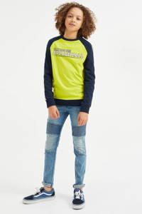 WE Fashion longsleeve met contrastbies blauw, Neon geel/donkerblauw