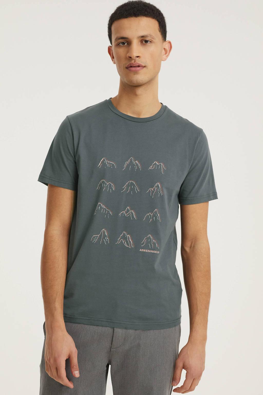 ARMEDANGELS T-shirt Jaames many mountains met printopdruk acid black, Acid Black