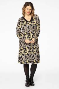 Yoek jurk met all over print en plooien zwart/okergeel/bruin, Zwart/okergeel/bruin