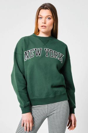 sweater Sue met tekst bottle green