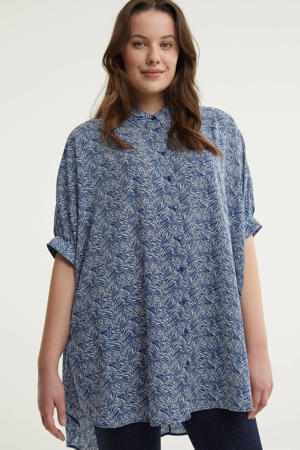 semi-transparante blouse met all over print blauw/wit