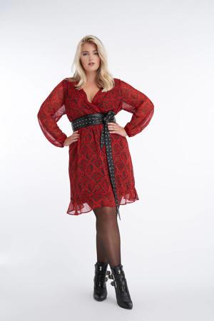 semi-transparante jurk met slangenprint en plooien rood/zwart