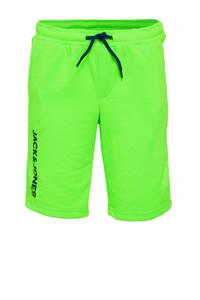 JACK & JONES JUNIOR sweatshort Dennis met tekst neon groen/zwart