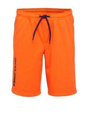 sweatshort Dennis met tekst oranje