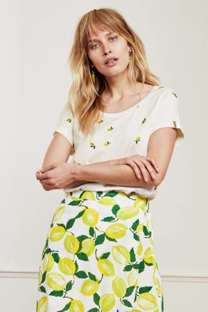 T-shirt Kris Lime met all over print en borduursels gebroken wit/ geel