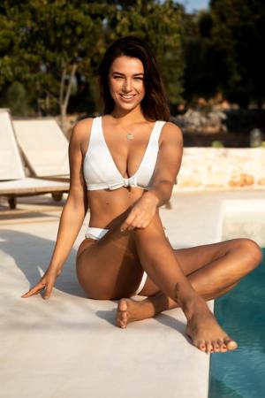 bikinitopje met rib textuur en strik wit