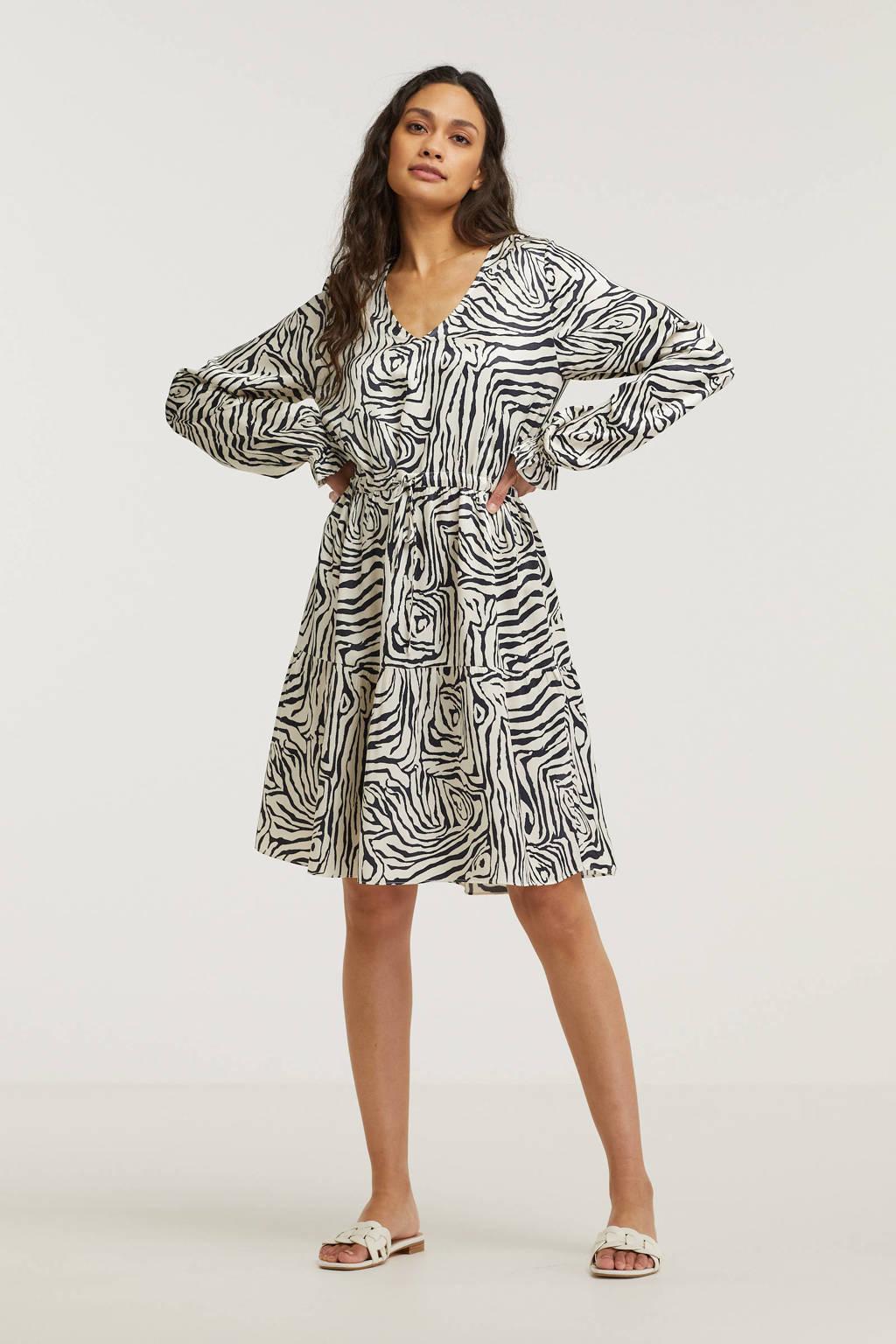 Catwalk Junkie jurk Aaliyah met grafische print en ruches beige/ zwart