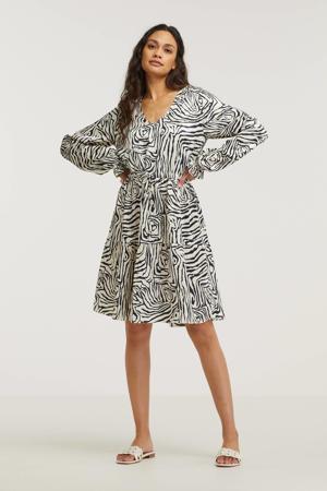 jurk Aaliyah met grafische print en ruches beige/ zwart