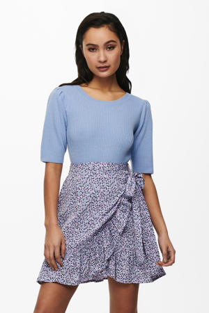 fijngebreide trui met plooien lichtblauw