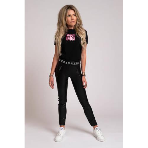 NIKKIE T-shirt Square N met logo zwart