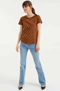 WE Fashion T-shirt met all over print dark cognac, Dark cognac