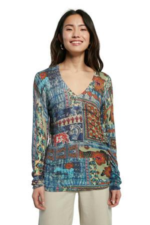 fijngebreide trui met all over print blauw/rood/groen