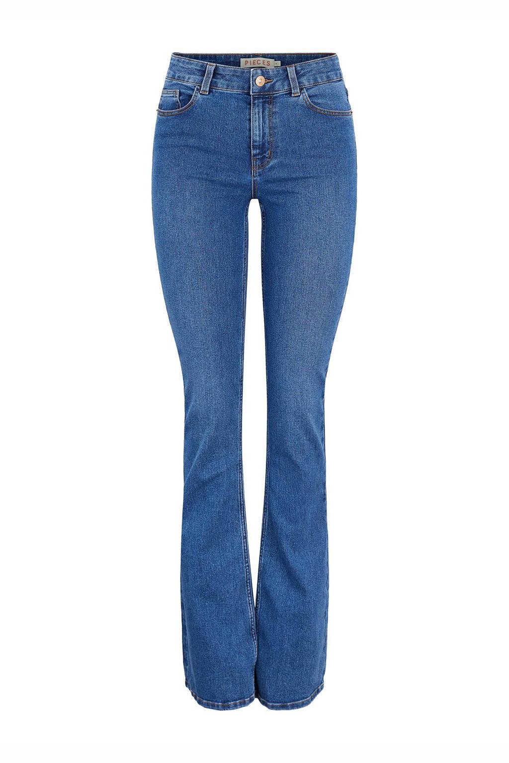 PIECES flared jeans PCPEGGY medium blue denim, Blauw