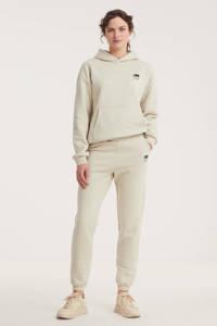 NIKKIE high waist straight fit joggingbroek met logo zand, Zand