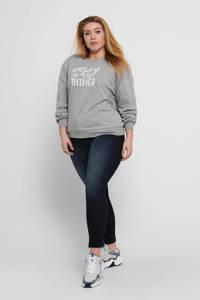 ONLY CARMAKOMA sweater met tekst lichtgrijs/wit, Lichtgrijs/wit