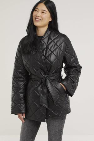 imitatieleren gewatteerde jas Simone met ceintuur zwart