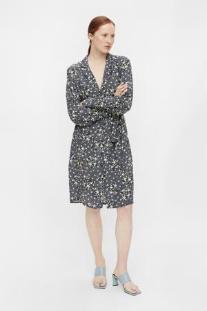 jurk OBJFIONA met all over print en ceintuur blauw