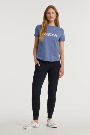 tapered fit broek van travelstof blauw